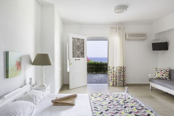 RESIDENCE WITH SEA VIEW